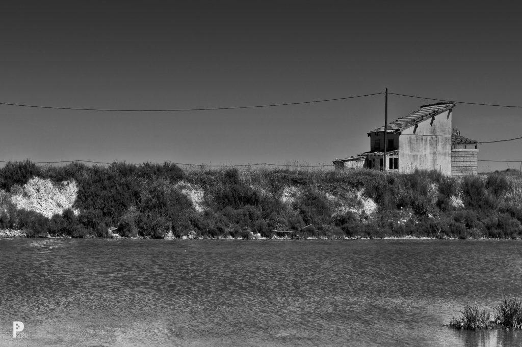 photographie noir blanc cabanes